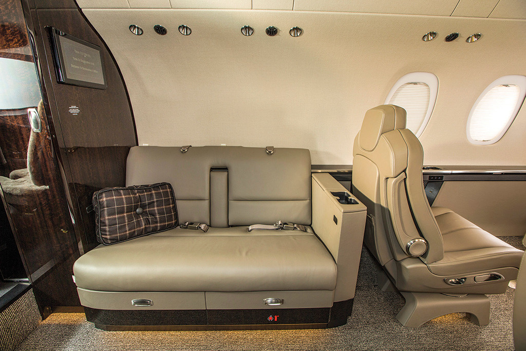 Citation Latitude Cabin - forward bench for two